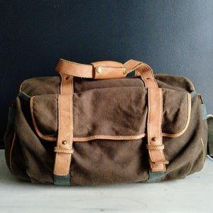 Women s Fossil Duffle Bag on Poshmark 5129c2135be15